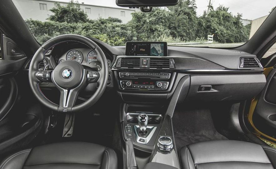 2015 BMW M4 - Slide 24