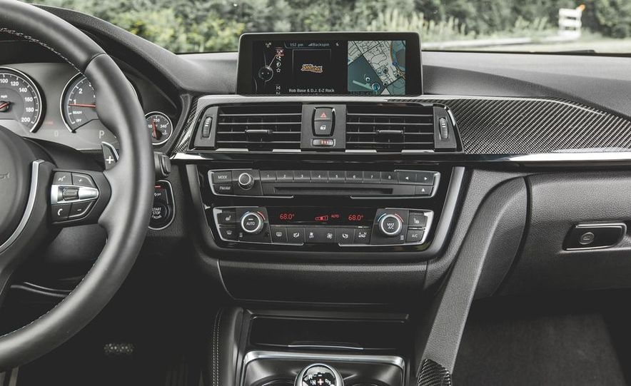 2015 BMW M4 - Slide 26