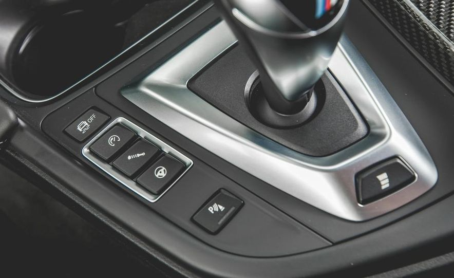 2015 BMW M4 - Slide 42