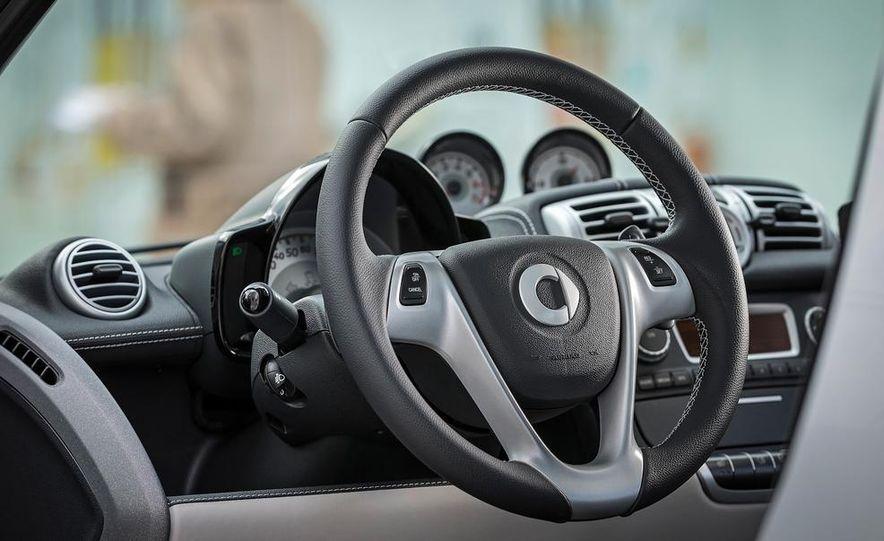 2014 Mercedes-Benz B-class Electric Drive model shown - Slide 91