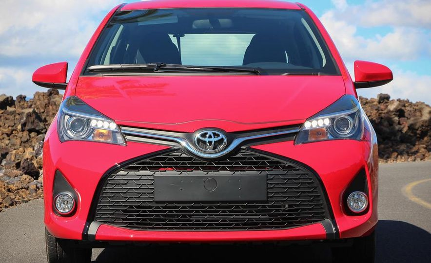 2015 Toyota Yaris SE - Slide 8