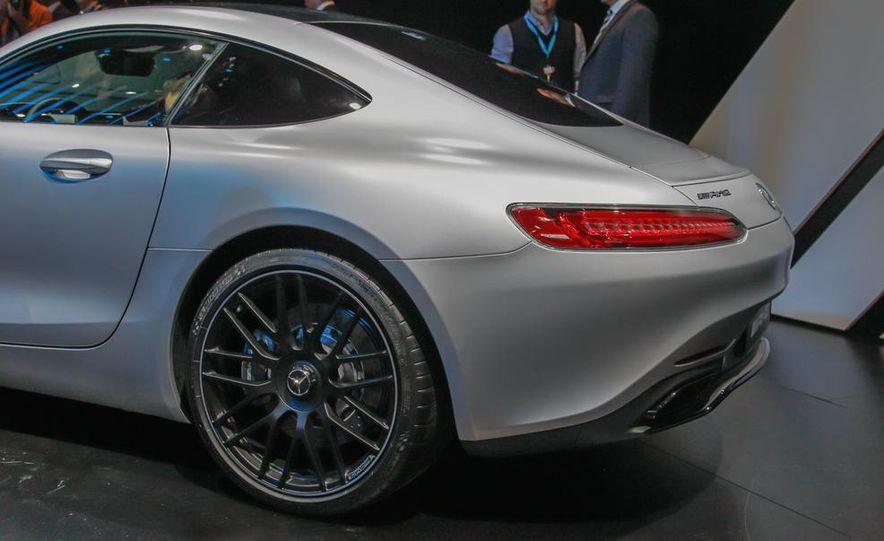 2016 Mercedes-AMG GT - Slide 13