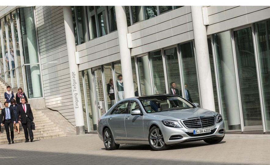2015 Mercedes-Benz S550 plug-in hybrid - Slide 16