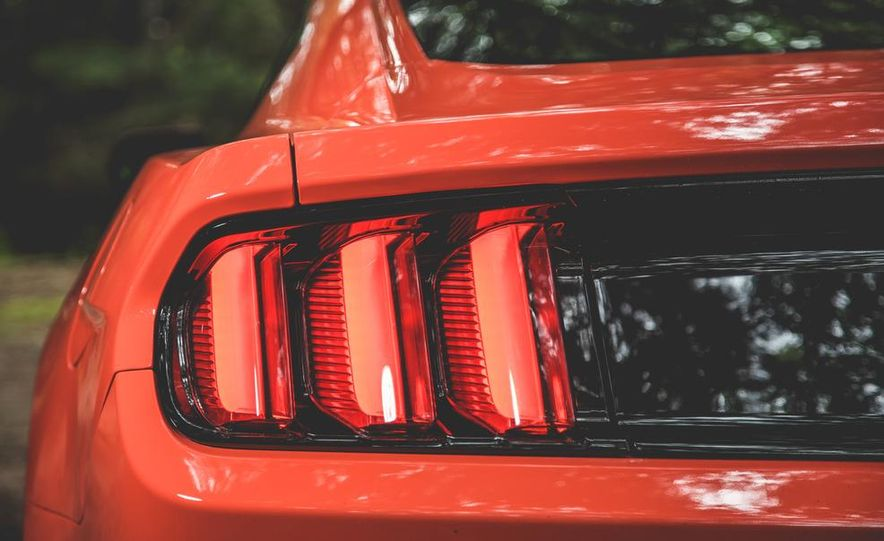 2015 Ford Mustang 2.3L EcoBoost - Slide 10