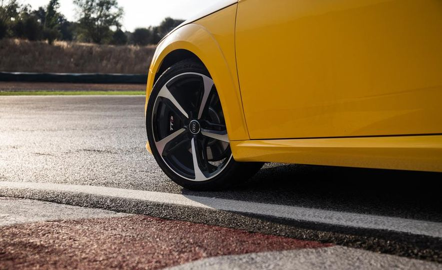 2016 Audi TTS - Slide 30