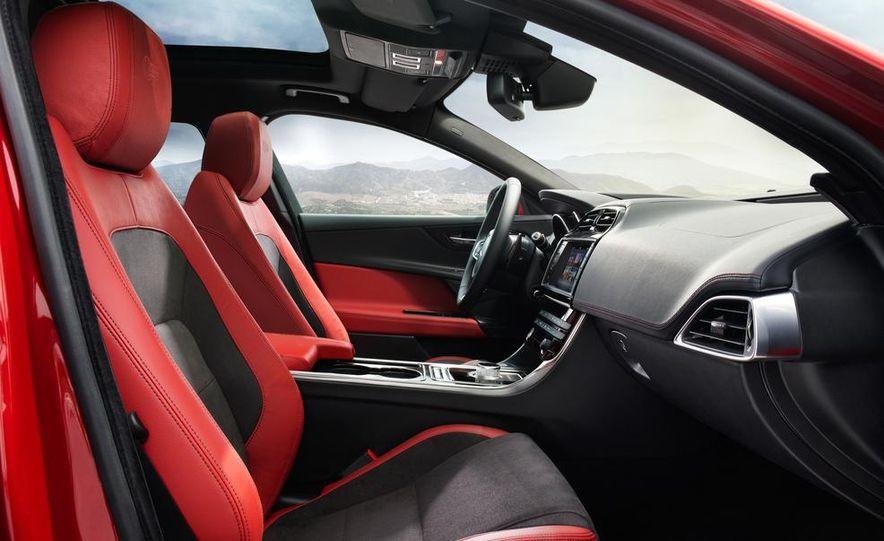 2017 Jaguar XE S - Slide 17