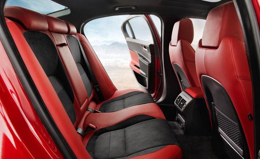 2017 Jaguar XE S - Slide 19