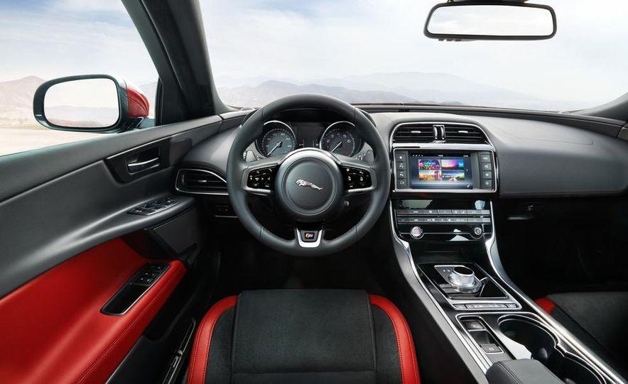 2017 Jaguar XE S - Slide 21