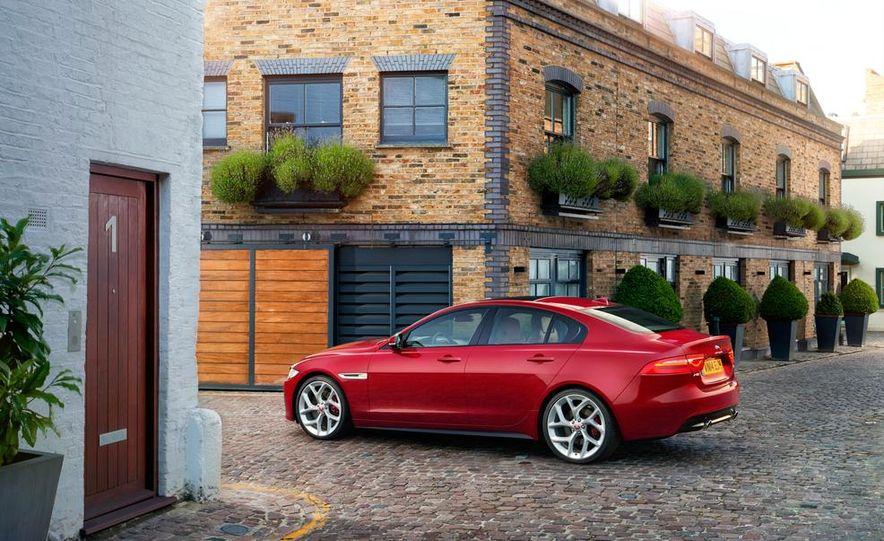 2017 Jaguar XE S - Slide 5