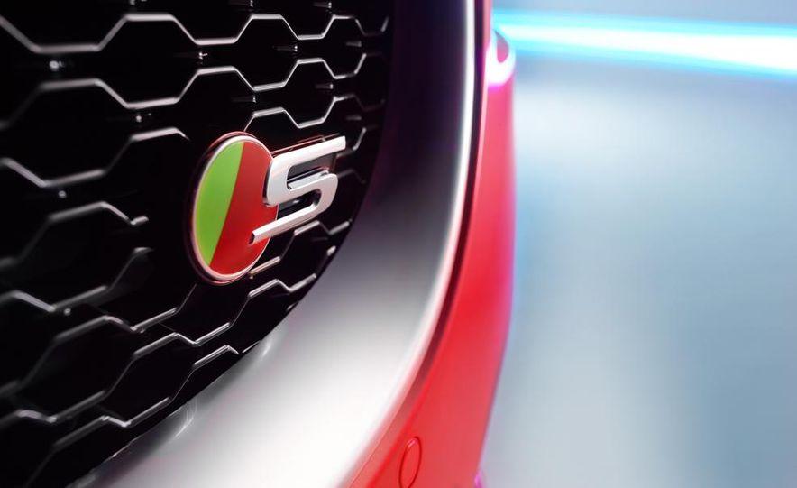 2017 Jaguar XE S - Slide 14