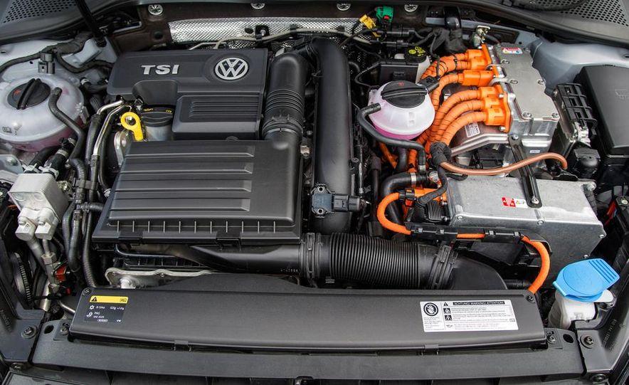 2015 Volkswagen Golf GTD, Golf GTE, and GTI - Slide 34