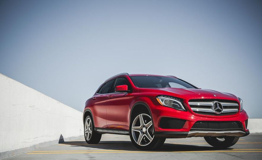 2015 Mercedes-Benz GLA250 4MATIC - Slide 1