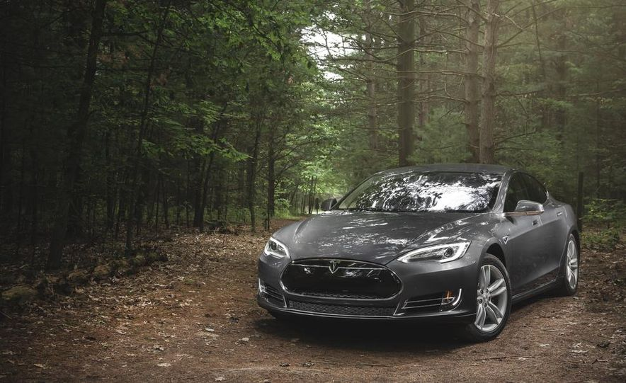2014 Tesla Model S 60 - Slide 1