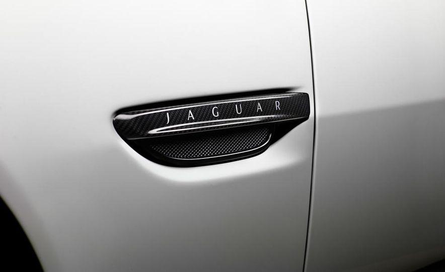 2014 Jaguar XKR-S GT - Slide 17