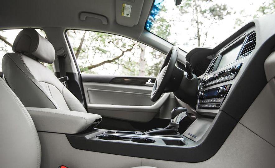 2015 Hyundai Sonata 1.6L Eco - Slide 23