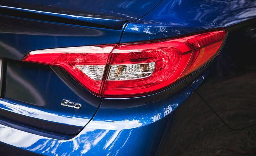 2015 Hyundai Sonata 1.6L Eco - Slide 17