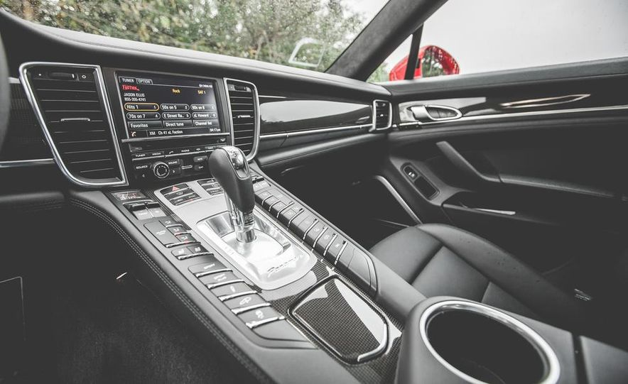 2014 Porsche Panamera Turbo S Executive - Slide 29