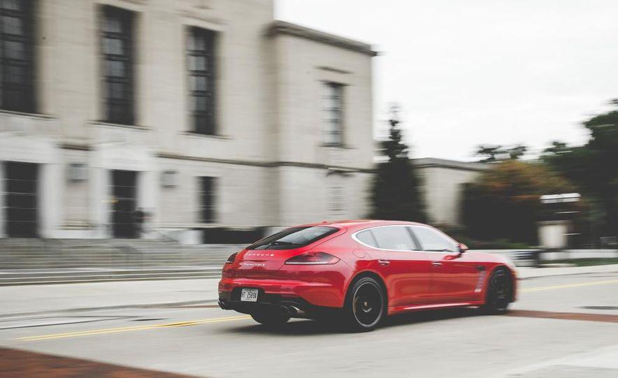 2014 Porsche Panamera Turbo S Executive - Slide 8