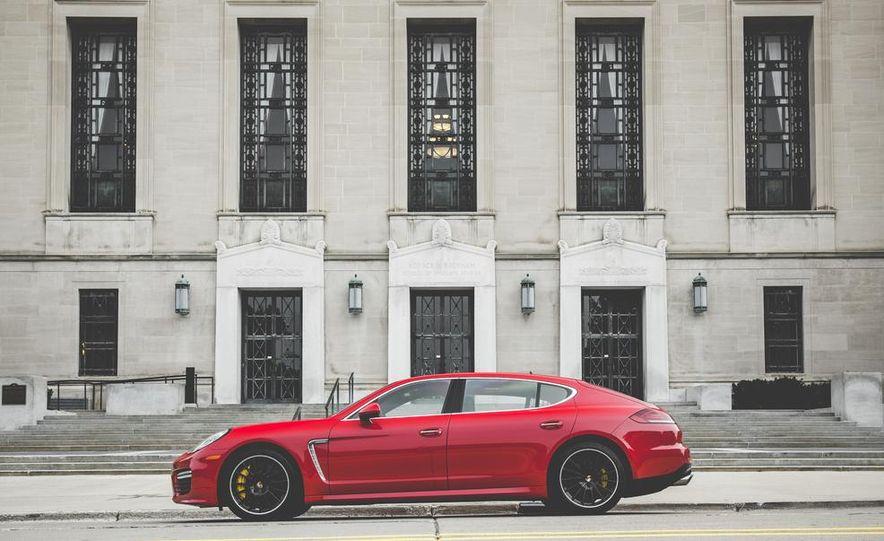 2014 Porsche Panamera Turbo S Executive - Slide 12