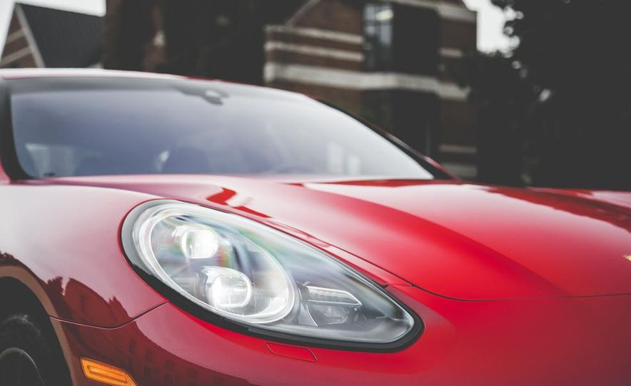 2014 Porsche Panamera Turbo S Executive - Slide 15