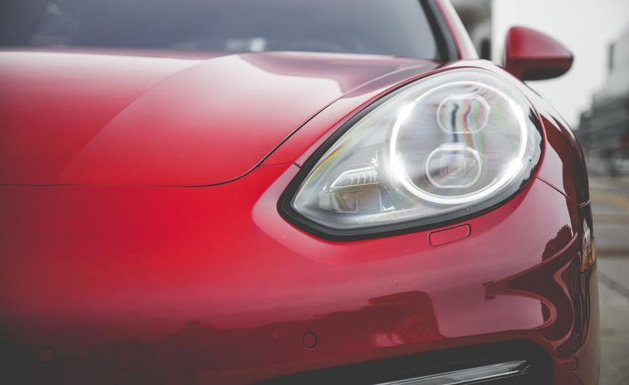 2014 Porsche Panamera Turbo S Executive - Slide 16