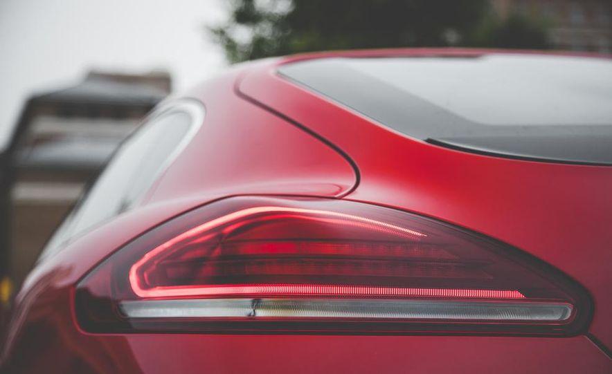 2014 Porsche Panamera Turbo S Executive - Slide 19