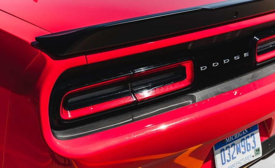 2015 Dodge Challenger R/T Scat Pack - Slide 22