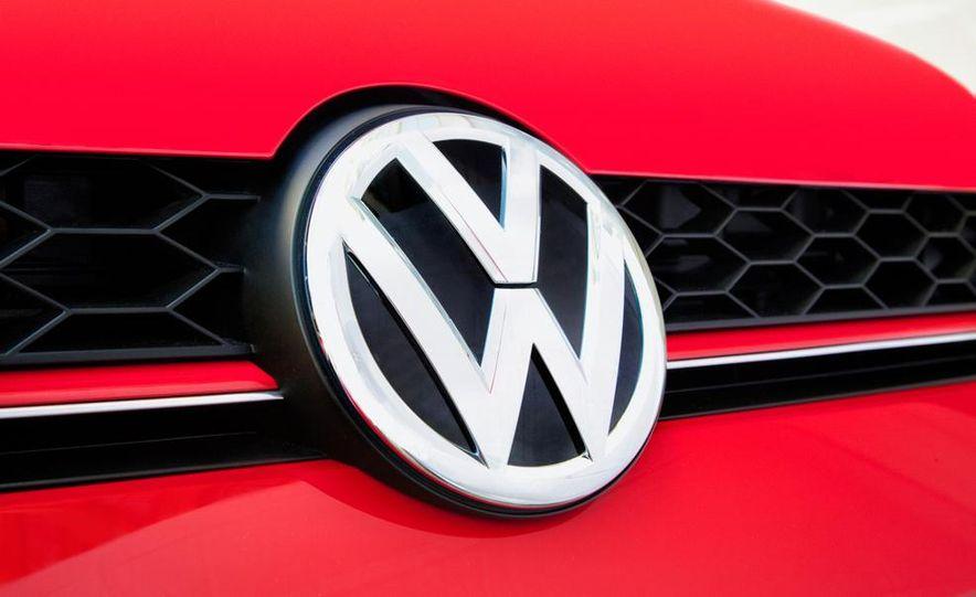 2015 Volkswagen GTI 5-door - Slide 25