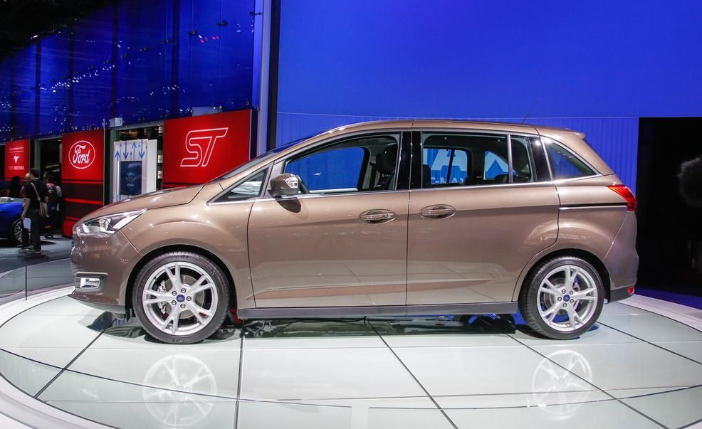 2016 Ford Grand CMax Pictures  Photo Gallery  Car and Driver