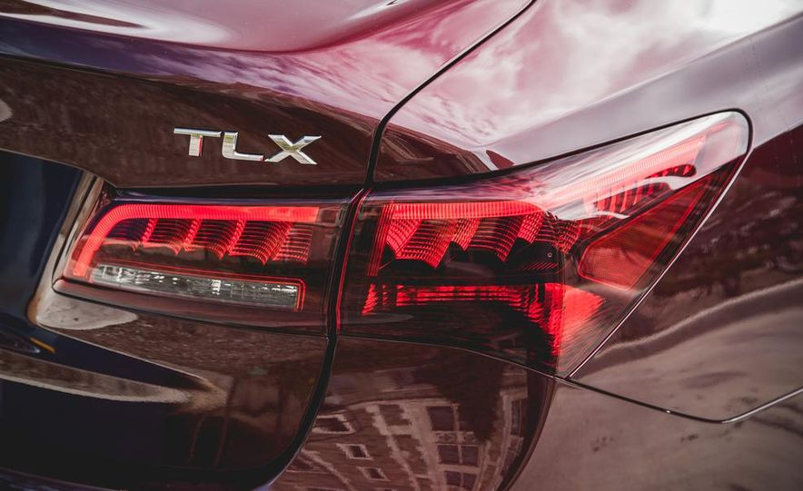 2015 Acura TLX 3.5L FWD - Slide 14