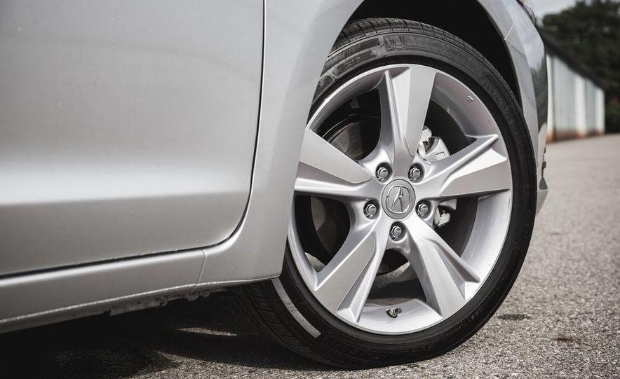 2015 Acura ILX 2.0L - Slide 16