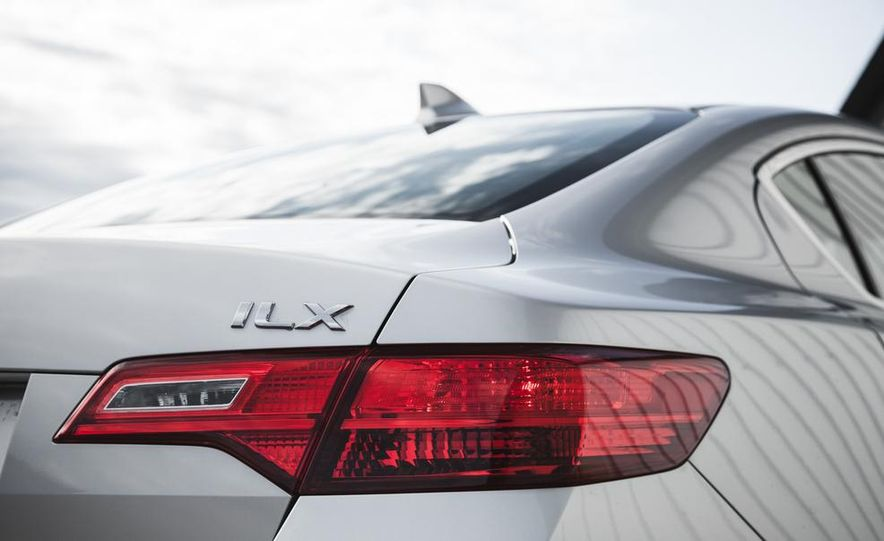 2015 Acura ILX 2.0L - Slide 17