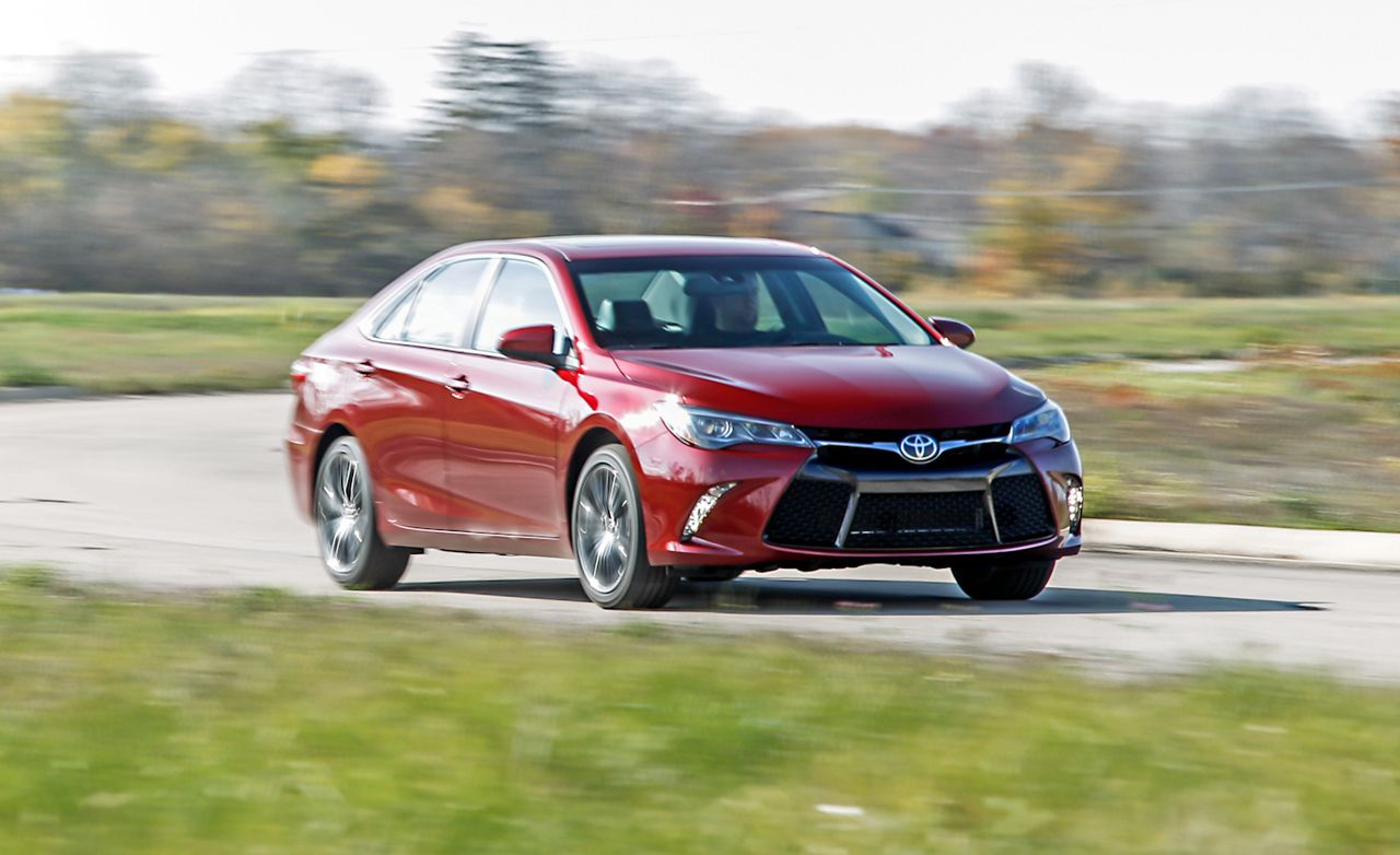2016 toyota camry xse v6 review