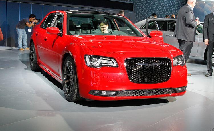 2015 Chrysler 300 Sedan Gets New Transmission and Range-Topping Model