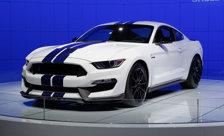 2016 Ford Mustang Shelby GT350 Debuts with Flat-Crank V-8 and MagneRide Shocks!