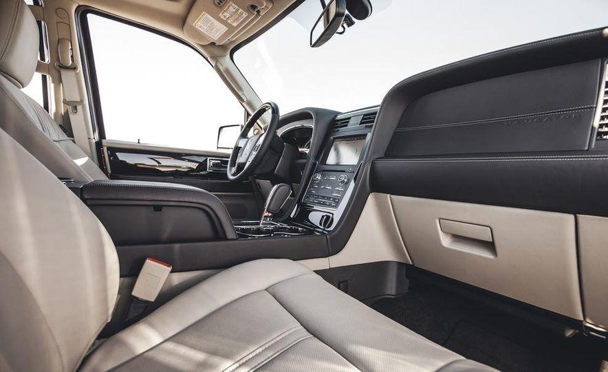 2015 Lincoln Navigator - Slide 24