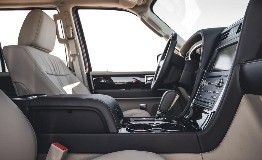 2015 Lincoln Navigator - Slide 25