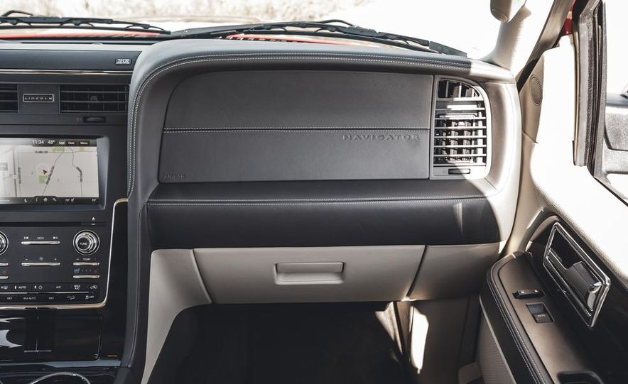 2015 Lincoln Navigator - Slide 32
