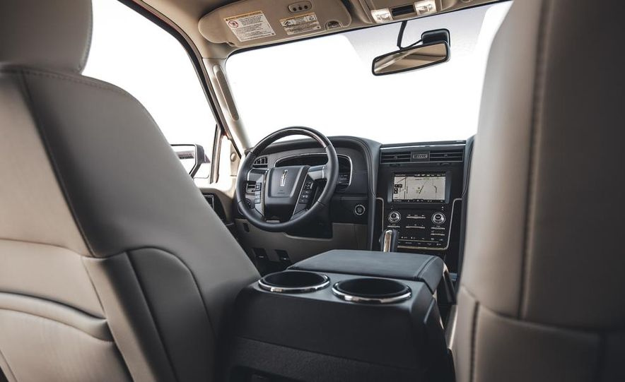 2015 Lincoln Navigator - Slide 33