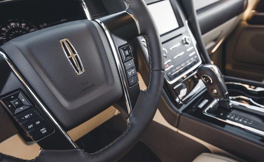 2015 Lincoln Navigator - Slide 34
