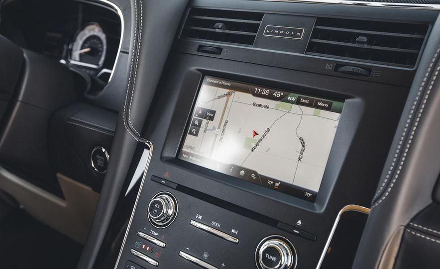 2015 Lincoln Navigator - Slide 37