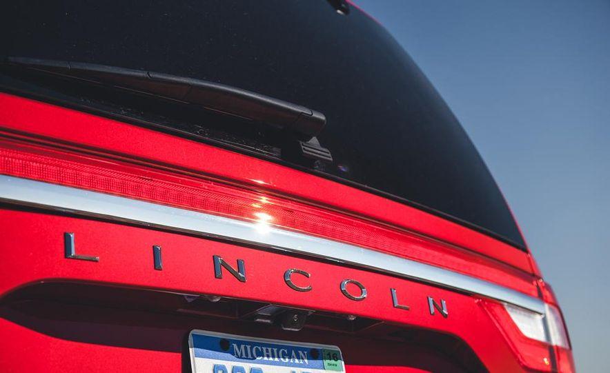 2015 Lincoln Navigator - Slide 18