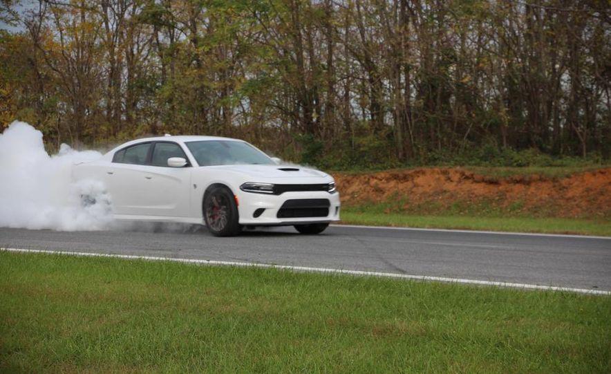 2015 Dodge Charger SRT Hellcats - Slide 3