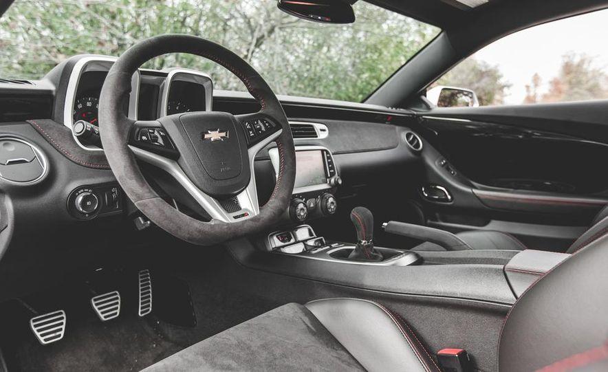 2015 Chevrolet Camaro ZL1 coupe - Slide 23