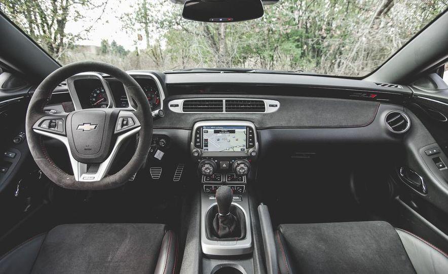2015 Chevrolet Camaro ZL1 coupe - Slide 24