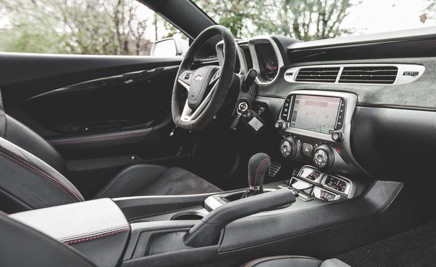 2015 Chevrolet Camaro ZL1 coupe - Slide 25