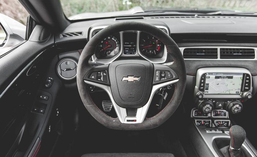 2015 Chevrolet Camaro ZL1 coupe - Slide 30