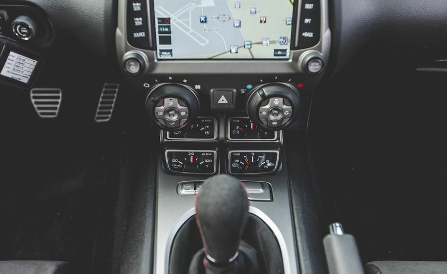 2015 Chevrolet Camaro ZL1 coupe - Slide 32