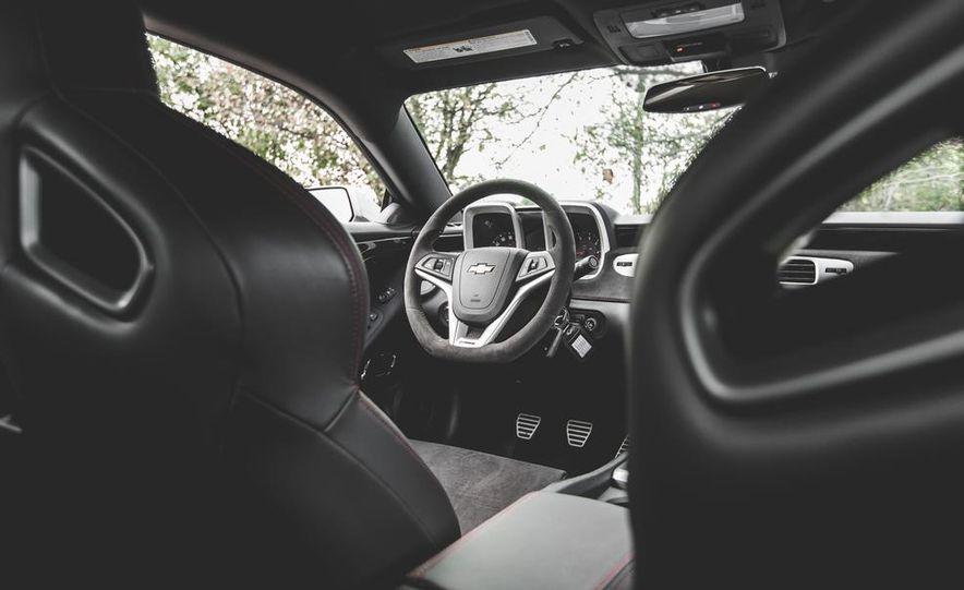 2015 Chevrolet Camaro ZL1 coupe - Slide 34