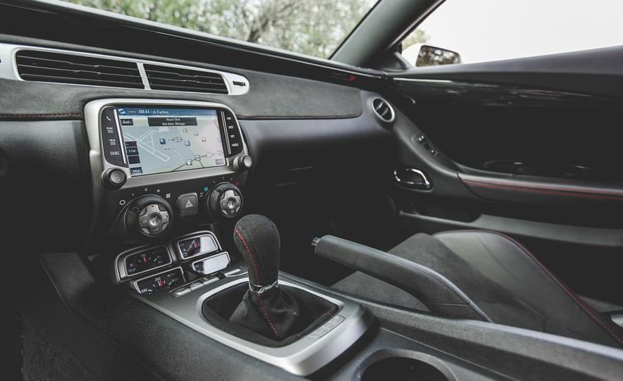 2015 Chevrolet Camaro ZL1 coupe - Slide 35